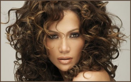 Tips-For-Choosing-A-Shampoo-For-Curly-Hair-440x275